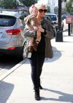 Celebrities Wonder 74861553_jessica-simpson-daughter_1.jpg