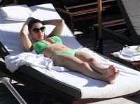 Celebrities Wonder 75441255_kelly-brook-green-bikini_6.jpg