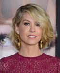 Celebrities Wonder 76017534_Identity-Theft-Los-Angeles-premiere_Jenna Elfman 4.jpg
