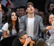 Celebrities Wonder 76995361_mila-kunis-Lakers-VS-Phoenix-Suns-Game_6.jpg