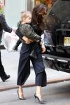 Celebrities Wonder 771421_victoria-beckham-shopping-with-her-daughter-Harper-in-NYC_1.jpg