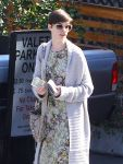 Celebrities Wonder 88266025_anne-hathaway-meeting_7.jpg