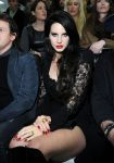Celebrities Wonder 90252584_versace-milan-fashion-week_4.jpg