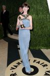 Celebrities Wonder 95255525_anne-hathaway-vanity-fair-oscar-party_2.jpg