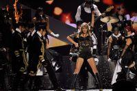 Celebrities Wonder 953796_taylor-swift-brit-awards-performance_6.jpg