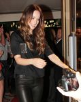 Celebrities Wonder 97721395_olivia-wilde-bobo_7.jpg