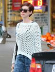 Celebrities Wonder 15499877_anne-hathaway-grocery-shopping_5.jpg