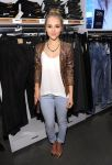 Celebrities Wonder 20533155_nnasophia-robb-HM-Denim-Days_3.jpg