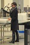 Celebrities Wonder 23945794_anne-hathaway-lax_4.jpg