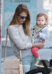Celebrities Wonder 25676116_jessica-alba-daughters_4.JPG