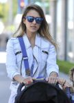 Celebrities Wonder 26257705_jessica-alba-lunch_8.jpg