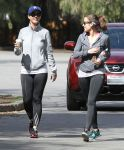 Celebrities Wonder 30108235_katy-perry-jogging_6.jpg