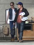 Celebrities Wonder 32101688_emily-vancamp-shopping_5.jpg