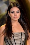 Celebrities Wonder 36138055_oz-london-premiere_Mila Kunis 4.jpg