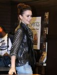 Celebrities Wonder 46575699_lily-collins-Clockwork-Princess-book-release-event _3.jpg