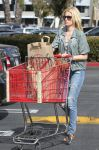 Celebrities Wonder 47708489_elizabeth-banks-shopping_1.jpg