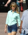 Celebrities Wonder 49489015_taylor-swift-filming-music-video_4.jpg