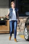 Celebrities Wonder 52477419_emily-vancamp-shopping_2.jpg