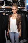 Celebrities Wonder 56886733_nnasophia-robb-HM-Denim-Days_5.jpg