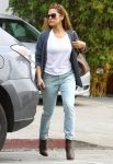 Celebrities Wonder 57373249_eva -mendes-walking-her-dog_2.jpg