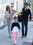 Celebrities Wonder 6419750_jessica-alba-daughters_3.JPG