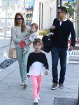 Celebrities Wonder 6419750_jessica-alba-daughters_3.JPG