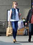 Celebrities Wonder 78903173_emily-vancamp-shopping_4.jpg
