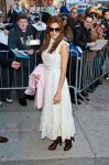 Celebrities Wonder 88785401_eva-mendes-The-Daily-Show_1.jpg