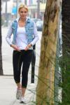Celebrities Wonder 89919056_cameron-diaz-leggings_2.jpg