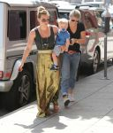 Celebrities Wonder 9446320_hilary-duff-baby_2.jpg