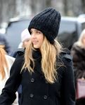 Celebrities Wonder 97223329_jessica-alba-paris_7.jpg
