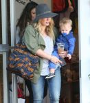 Celebrities Wonder 24187181_hilary-duff-with-her-baby_8.jpg