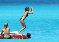 Celebrities Wonder 24938931_nicole-richie-bikini_6.jpg