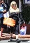 Celebrities Wonder 25301942_pregnant-jessica-simpson-shopping_2.jpg
