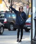 Celebrities Wonder 28097210_liv-tyler-west-village_2.jpg