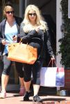 Celebrities Wonder 28578818_pregnant-jessica-simpson-shopping_3.jpg