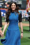 Celebrities Wonder 28854094_emmy-rossum-performs-the-National-Anthem_6.jpg