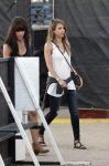 Celebrities Wonder 33065159_jessica-alba-coachella_3.jpg
