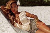 Celebrities Wonder 35517003_beyonce-bikini-hm_5.jpg
