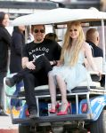 Celebrities Wonder 43469994_avril-lavigne-set_2.jpg