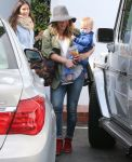 Celebrities Wonder 4455301_hilary-duff-shopping_1.jpg