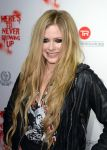 Celebrities Wonder 50409138_avril-lavigne-viper-room_5.jpg