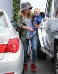Celebrities Wonder 52568191_hilary-duff-shopping_2.jpg