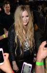 Celebrities Wonder 53177355_avril-lavigne-viper-room_3.jpg