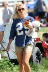 Celebrities Wonder 64098102_britney-spears-football-game_5.jpg