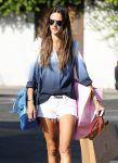 Celebrities Wonder 68914250_alessandra-ambrosio-shorts_4.jpg