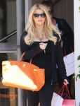 Celebrities Wonder 69356639_pregnant-jessica-simpson-shopping_4.jpg