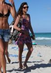 Celebrities Wonder 79731523_bikini-celebrity_4.jpg