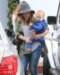 Celebrities Wonder 88573151_hilary-duff-with-her-baby_6.jpg