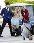 Celebrities Wonder 90954113_avril-lavigne-set_1.jpg